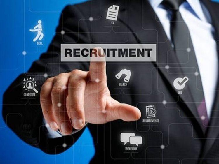 Les jeunes bientôt en vacances se mettent à la recherche d'emplois saisonniers. Si vous souhaitez vous informer pour trouver un job d'été, Emploi.mu est le site qu'il vous faut...